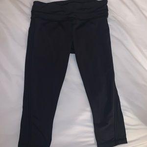 LULULEMON SIZE 8 black workout crop pants
